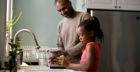 african-american-father-was-shown-in-the-process-of-teaching-his-young-daughter-725x483
